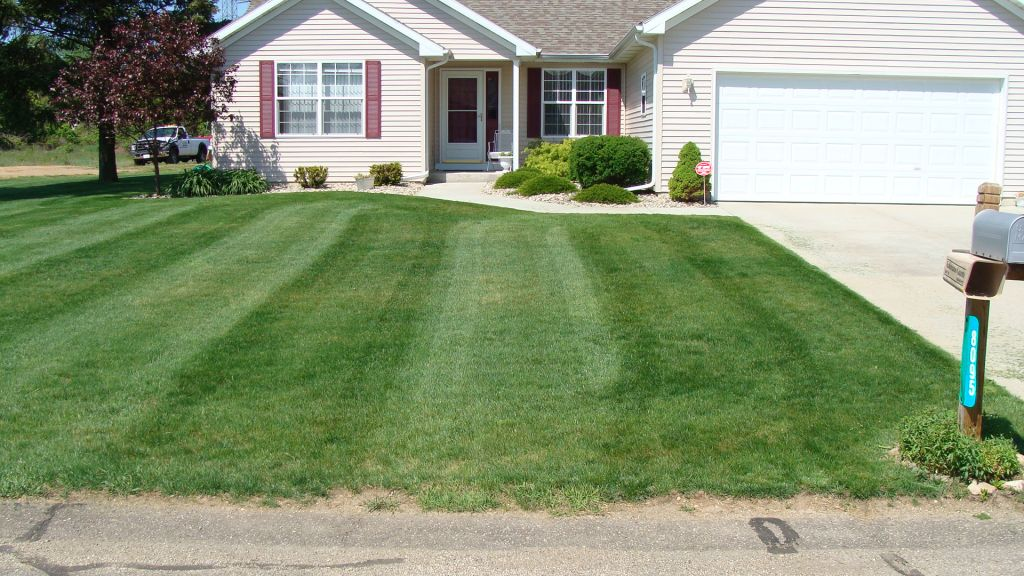 Lawn Maintenance - Lawn Maintenance, Kalamazoo Galesburg Area CD Lawn Maintenance